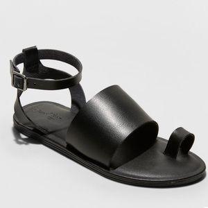 NWT Universal thread Kenya sandal